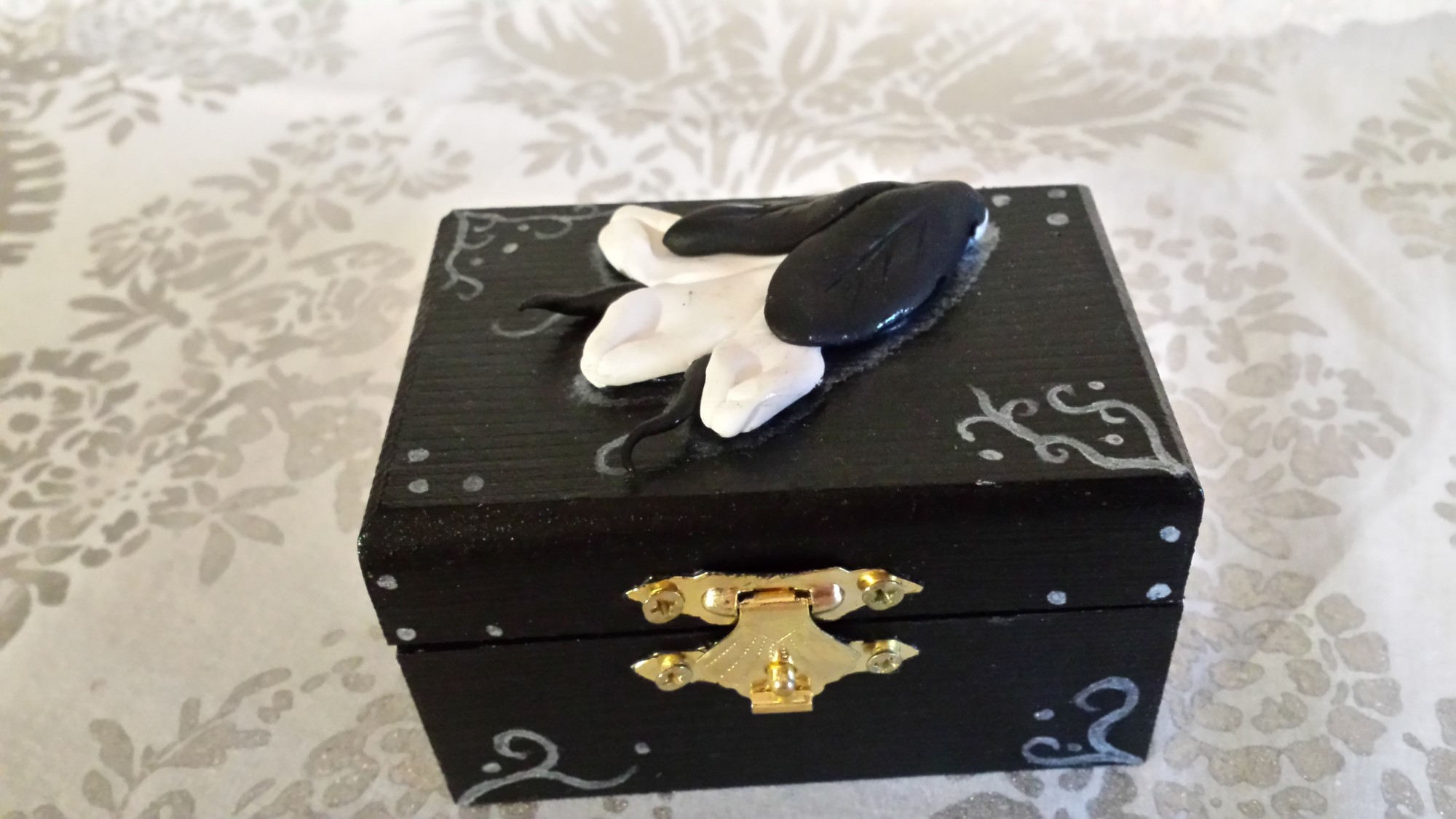 Schmucktruhe - schwarze Blüte